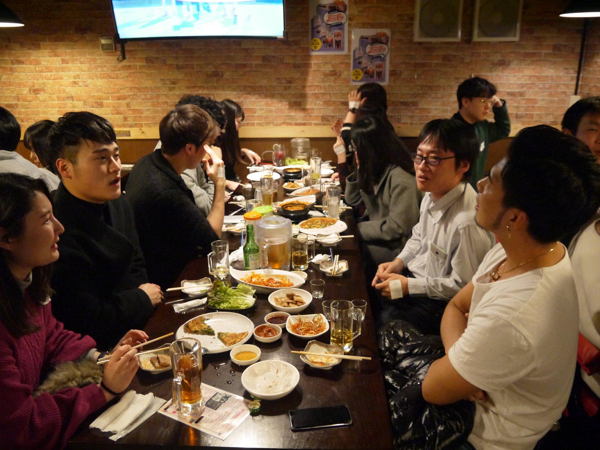 45名の参加者で開催された第三回日韓交流会の様子